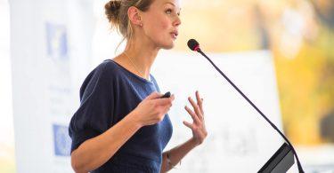 Entenda a importância das expressões corporais e faciais na oratória
